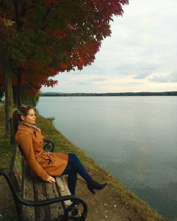 Itt van az Ősz, itt van újra,  S szép, mint mindig, énnekem 🍂🍁🍃❤  #mobilephoto   #ig_worldclub   #ig_hun   #ikozosseg   #mik   #Tata   #ourbeautifulhome   #itt élünk  #itthonvagyunk   #sweethome   #autumn   #autumnstyle   #autumnmood   #thefall   #ig_autumn   #mystyle   #iloveautumn   #oldlake  #öregtò  #countrylife   #walking   #together   #lakeside