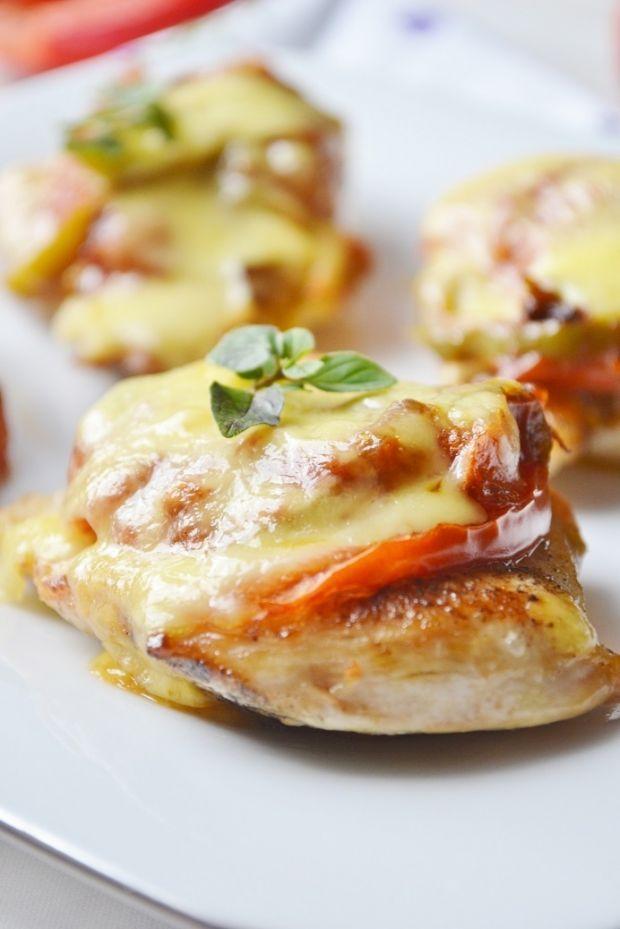 Kurczak zapiekany z warzywami i mozarellą