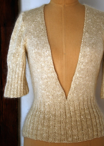from Elizabeth Zimmermann and a cannot-fail doggedness (sound familiar, knitters?). Turns out a seamless set-in sleeve sweater is not only possible, it's fascinating and absolutely easy!