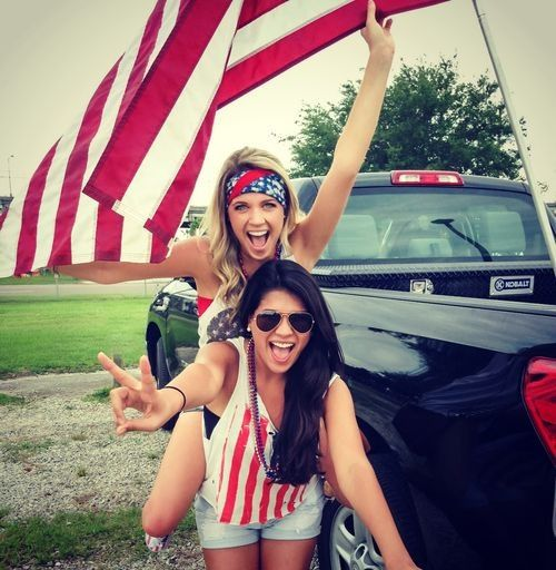 Photo idea for the 4th! Hold a flag with a friend!