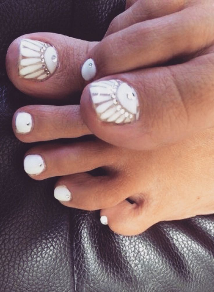 White Flower + Crystal Accent Nail Art   #nails #nailart #manicure