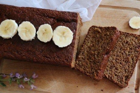 Un banana bread à IG modéré, pauvre en graisses, riche en protéines et en fibres, sans sucre raffiné. C'est une recette très saine et délicieuse !