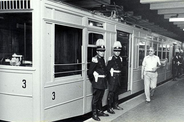 El subte porteño cumple 100 años  Formación de la Línea A que realizó un viaje especial en el 70 aniversario del primer subterráneo