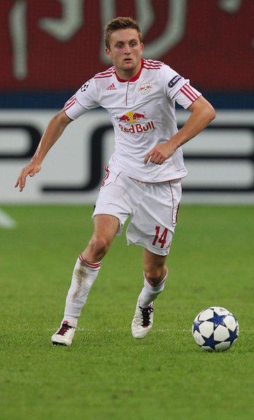 Jakob+Jantscher+FC+Salzburg+v+Hapoel+Tel+Aviv+Zt0YigrzMMHl.jpg (360×594)