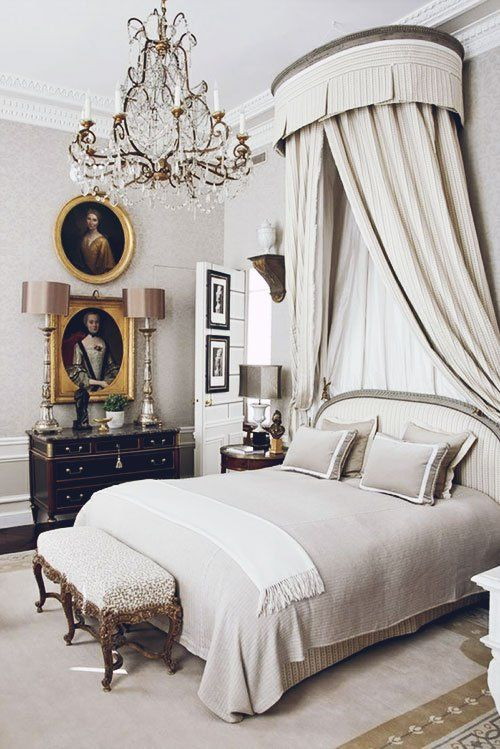 Parisian Chic bedroom with vintage art @pattonmelo