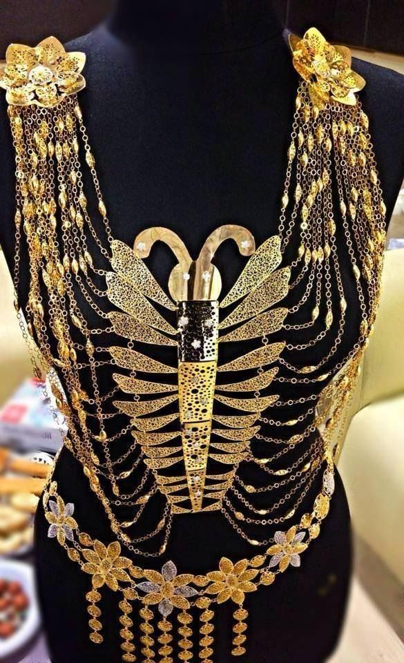 Turkish gold jewelery ☪ Wanna add this to a RED kurdish dress and we're complete!