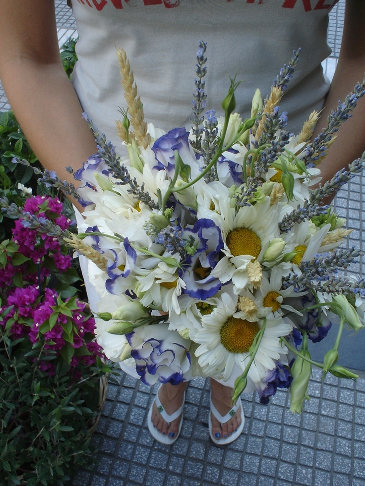 Moustakas flowers-Hand-tied bouquet with lisianthus levanda and tanacetum #dridalbouquet #weddingbouquet #weddingflowers #springweddings #gardenbouquet