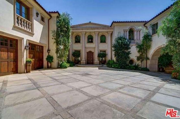 Motor Court / Entry - 19,500 sq ft Tuscan style mansion, Los Angeles, California