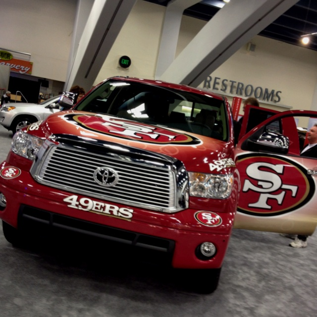 SF 49ers Toyota Tundra. Now this is tiiiight!!!!