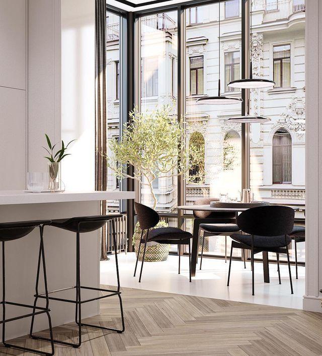 Küche neben großem Fenster / kleiner Erweiterung mit Sitzecke und Tisch in …