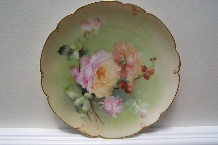 """Fama Rare & Fantastic Fine Artist del 19 ° secolo 'Ida M. Ferris' dipinta a mano Limoges porcellanato """"piccolo capolavoro d'Oro Scalloped White Peach / Pink Roses 'Rimmed & Scrolled piastra caricabatterie!"""