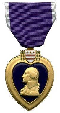 Purple Heart, met daarop George Washington. Een Amerikaanse militaire decoratie uitgereikt in naam van de president van de Verenigde Staten aan hen die gewond of gedood zijn terwijl ze het Amerikaanse leger dienden.