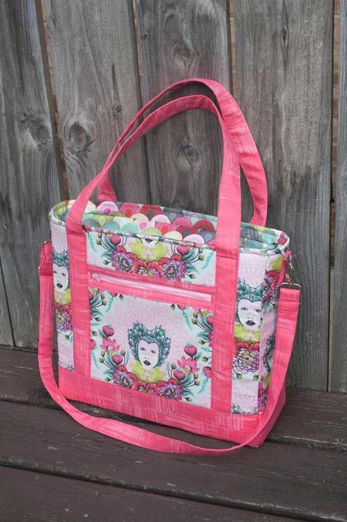 This large tote bag gives you lots of options so that you can pick and choose which details to add to your bag for the ultimate in customization! Written f