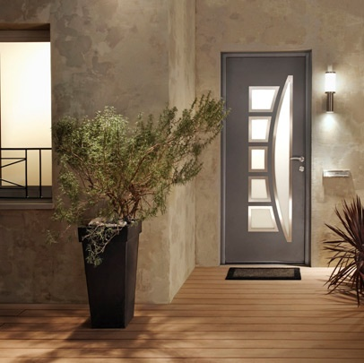 Une porte d entr e s curis e lapeyre portes et the doors for Porte interieur renovation lapeyre