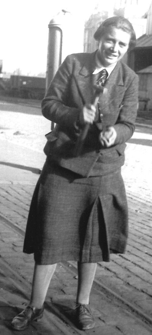 Emily Dix - Swansea graduate and 'revolutionary' palaeobotanist (pic via http://www.palaeobotany.org/page/pioneers/emily-dix/#)