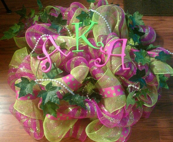 Alpha Kappa Alpha wreath. Make a #AKA wreath for your door or for your little's door. This is a great #DIY idea.