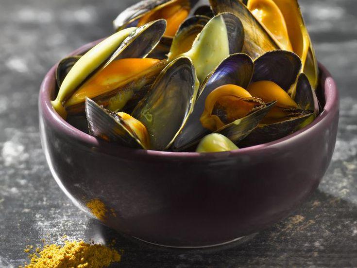 Découvrez la recette Moules marinière à la crème et au curry sur cuisineactuelle.fr.