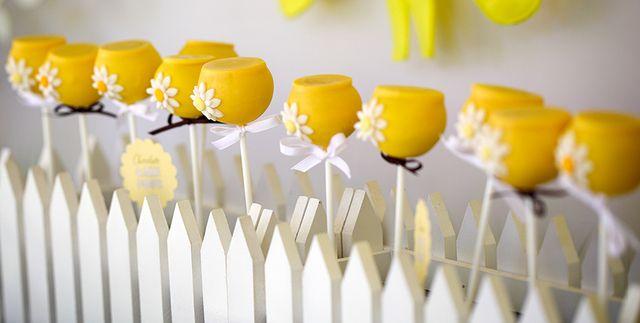 Adorable Cake Pops for Sunshine 1st Birthday Party #cakepops #sunshine