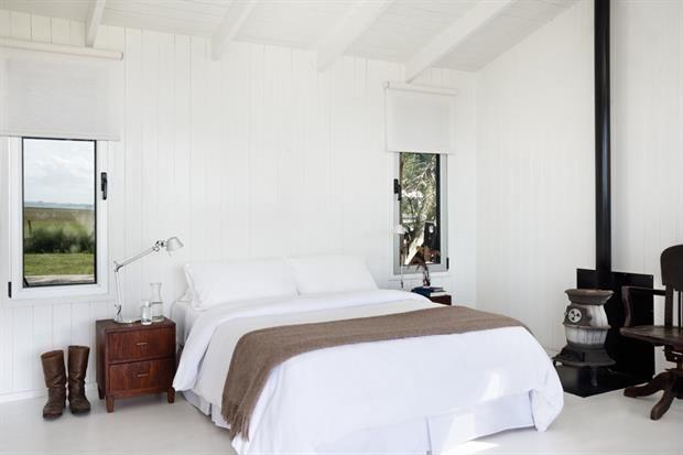 8 propuestas para decorar tu cuarto  La ropa de cama tiene un rol fundamental. Si la base es neutra siempre vas a poder modificar su aspecto cambiando algún detalle