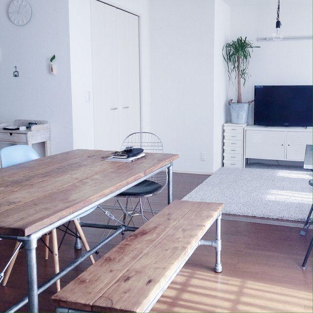 tsuchi_aさんの、机,観葉植物,照明,IKEA,イームズ,テレビ台,ダイニングテーブル,部屋全体,シンプル,ミニマル,ダイニングルーム,イームズリプロダクト,シンプルインテリア,ミニマリスト,イームズチェアリプロダクト,シンプルな暮らし,のお部屋写真
