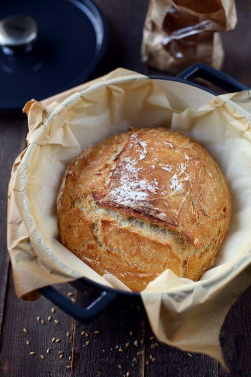 Et bien, ce pain-là, ça faisait longtemps que je voulais le faire. À la place de ma recette de pain habituelle, je me suis lancée dans cette cuisson en coc