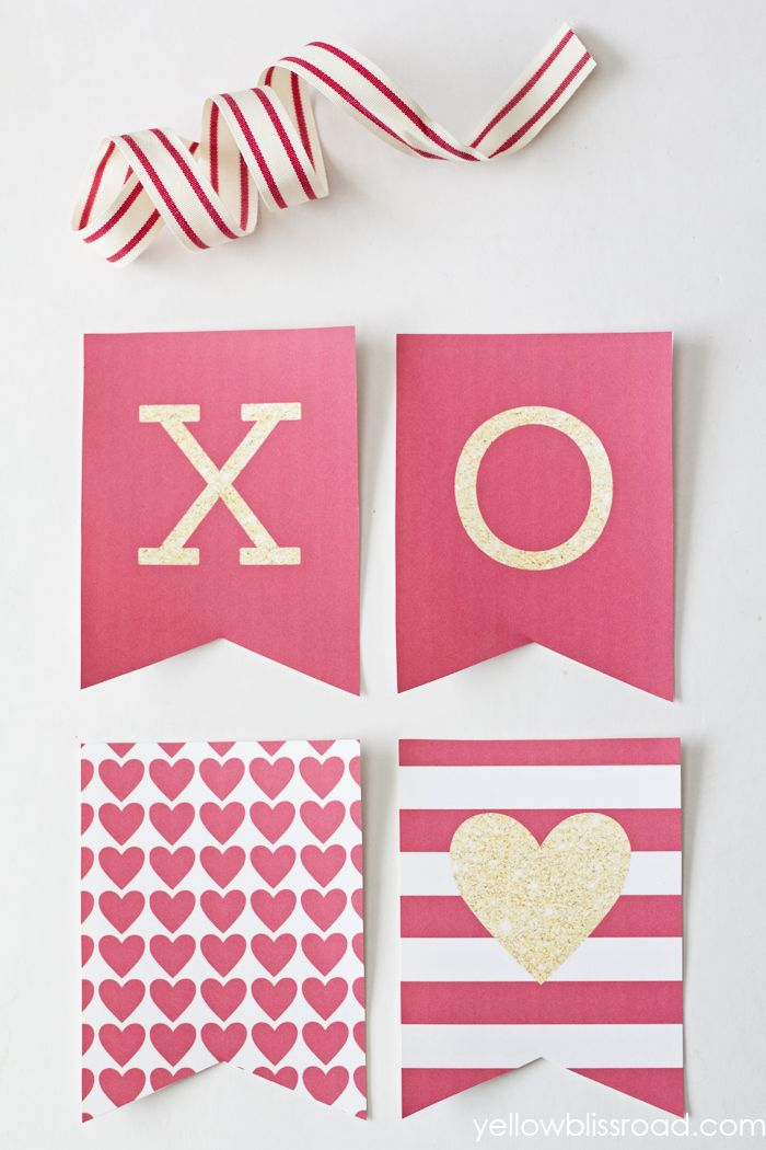 Free Printable LOVE Banner with red & gold glitter!