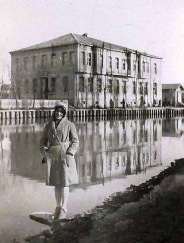 Porsuk kenarında Ermeni kulübü ve okulu.daha sonra ise 4.Kolordu komutanlığı.Günümüzde ise Bu binanın yerinde OTEL ŞALE bulunmaktadır.