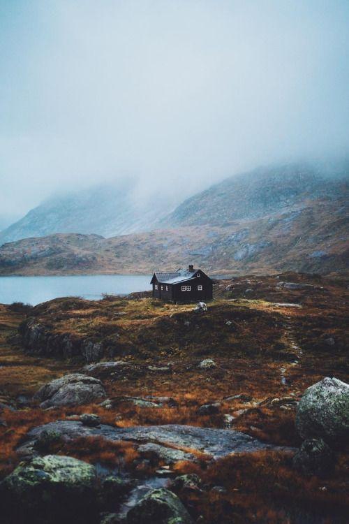 Saldré al amanecer para llegar hasta donde estés. Al sur por eternos caminos que perduran más allá del crepúsculo, persiguiendo el sol de invierno hasta la costa.