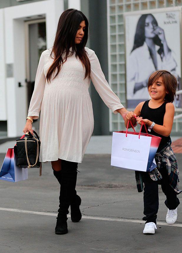 Kourtney Kardashian's Maternity Style - we love her chic, casual look!