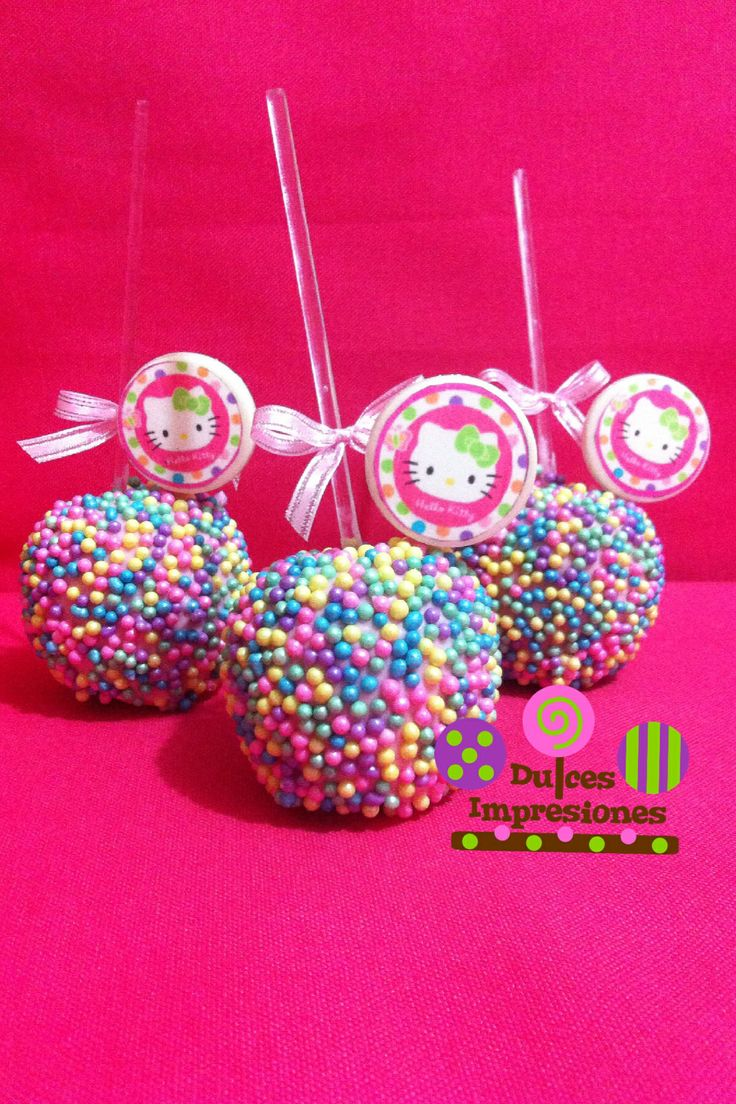 Manzanas con perlas de colores 100% comestible, y un acento de chocolate de Kitty..