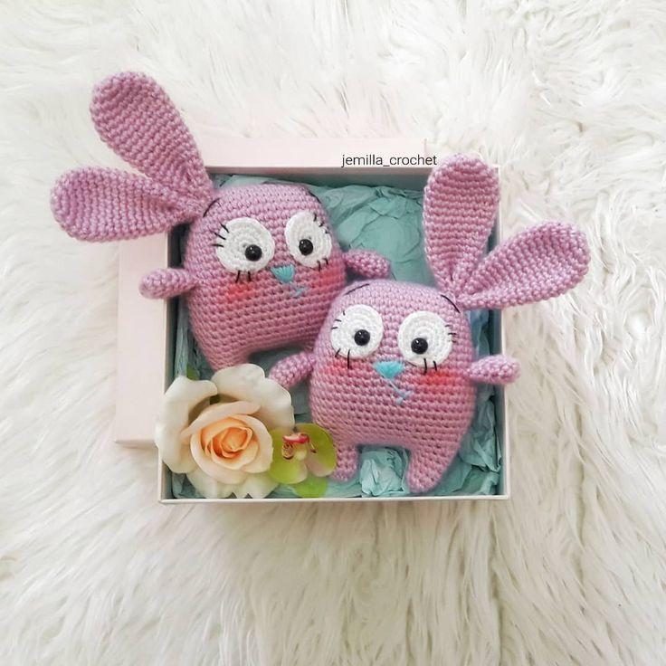minnoş tavşancıklarımla bir merhaba diyelim #crochet #crocheting #crochetlove #crochetaddict #bere #örgüoyuncak #patik #elişi #elemeği #weamiguru #amigurumi #instagood #instalike #instadaily #picoftheday #photooftheday #photo #like4like #likeforlike #likes #likesforlikes #like #vscocam #igers #objektifimden #nakoileörüyorum#flowers #häkeln #virka#crochetdoll