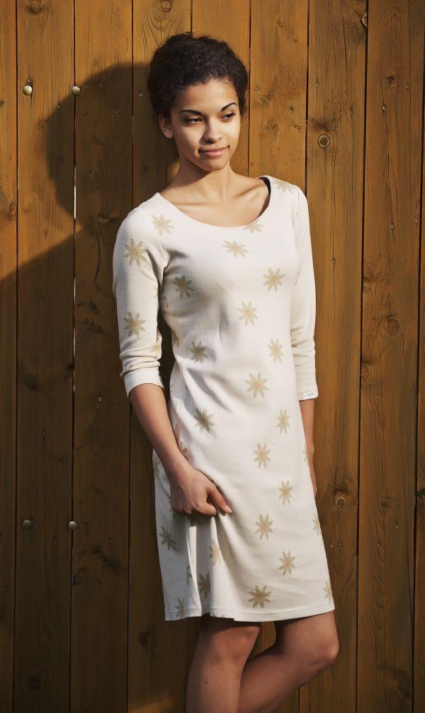 Šaty z barevně rostlé biobavlny s motivem kopretin PŘIPRAVUJEME