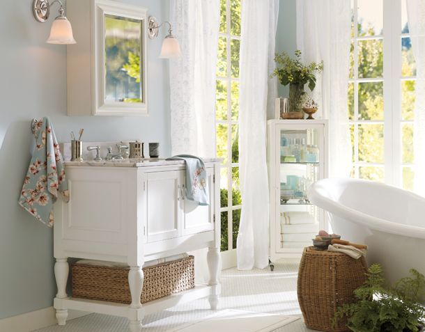 The Windows Offer Great Lighting Love The Tub And Wicker Inside The Home Pinterest Blue