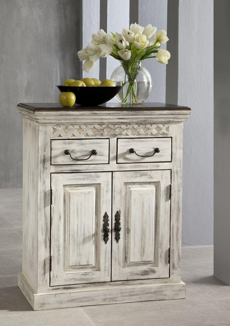 Sideboard der Serie CASTLE ANTIK. Mit weißem Wachs behandeltes Mangoholz bildet einen wunderschönen Kontrast zu dunkel lackierter Akazie. #möbel #möbelstücke  #wohnzimmer  #holz #echtholz #massivholz #wood #wooddesign #woodwork #homeinterior #interiordesign #homedecor #decor #einrichtung #furniture #storage #livingroom #livingroomideas #ideas #märchen #fairytale #sideboard #sideboards #schrank #schraenke #esszimmer #anrichte #diningroom #dining #kolonialstil #colonialstyle #massivmoebel24