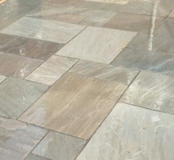 Natural stone Indian Sandstone Grey in four sizes, random pattern. This paving offers a cosmopolitan feel that makes outdoor living more appealing