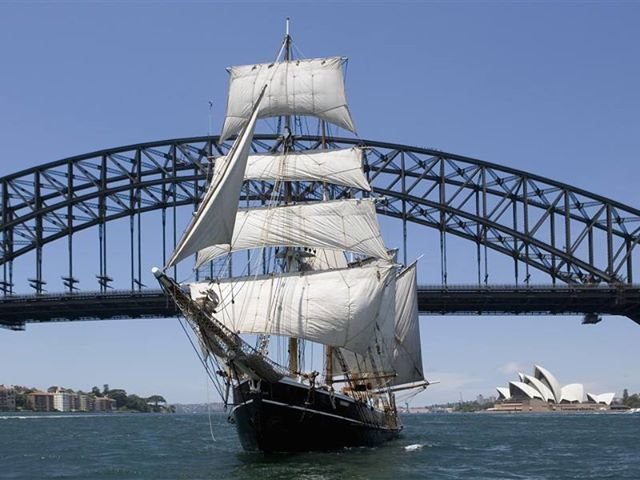 Tall ship enters sydney harbor for 100 year anniversary - navy fleet review #Australia Its Big