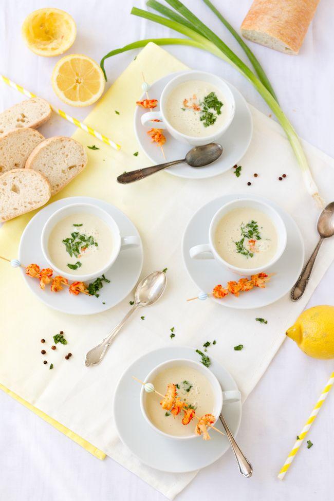 Kalte Frühlingszwiebel Joghurt Suppe mit Zitrone & Flusskrebsen // Cold soup with spring onions, yogurt, lemon and crawfish