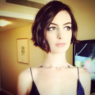 28 Celebrities Who Made 2014 The Year Of The Bob - Anne Hathaway