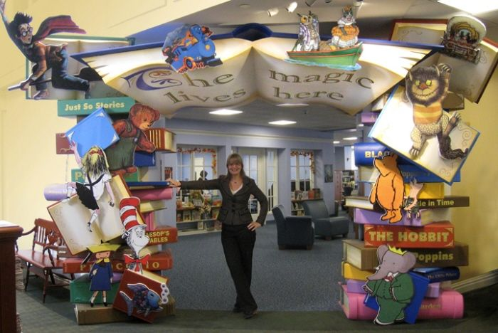 oh goodness!   definitely the PERFECT entrance for the childrens library!!!