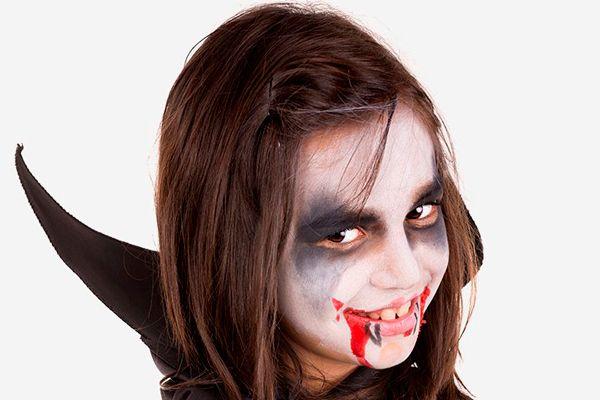 Los maquillajes de Halloween más terroríficos Si aún estás buscando un maquillaje de Halloween especial, te traemos una seleccion de los maquillajes de Halloween mas terroríficos para los peques.