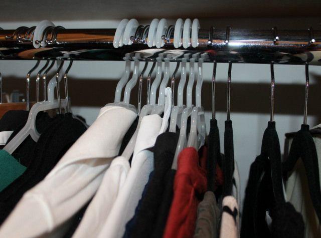 Une méthode pour faire le tri dans sa garde robe - Bee organiséee // désencombrer . ranger . organiser. profiter de la vie
