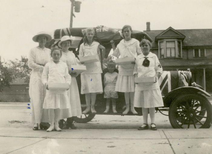 World War I, 1914-1918; Red Cross, fund-raising tag day, 1915