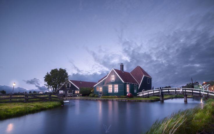 Скачать обои мостик, вечер, дома, поселок, Нидерланды, раздел город в разрешении 2048x1356