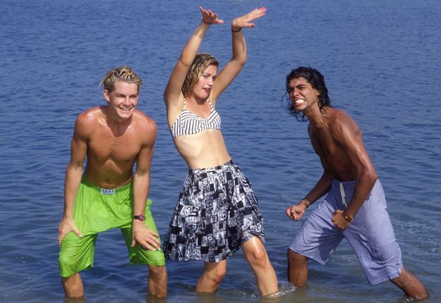 Cool Photos of No Doubt in 1989 Gwen Stefani, guitarist Tom Dumont, bassist Tony Kanal, and drummer Adrian Young. Here, some cool photos of a 19-year-old Gwen Stefani was there with No Doubt to perform at the Clean & Sober Beach Party in Newport Beach, CA.