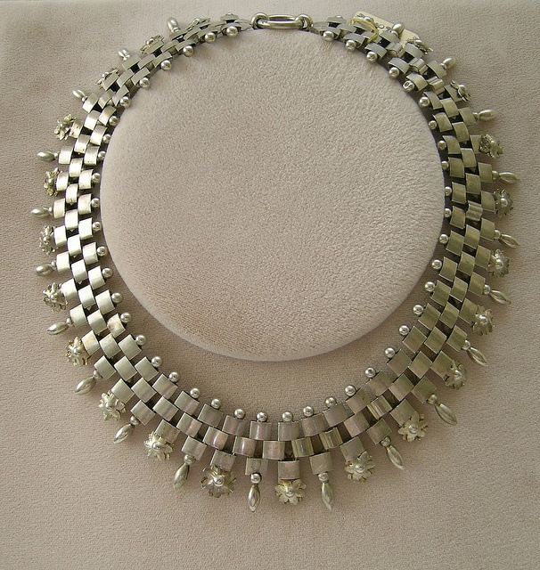 beautiful necklace.  vintage? can we do something similar with tila beads?