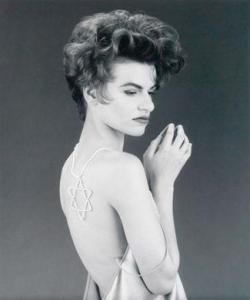 """Sandra Bernhard : """"At some point, the pride has to be a part of the whole day-to-day oeuvre. It's part of who you are and doesn't need to be discussed anymore. """". Sandra Bernhard by Robert Maplethorpe."""