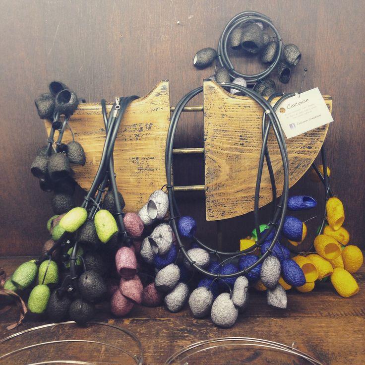 Collane Cocoon realizzate con bachi da seta | Crete Piece Unique