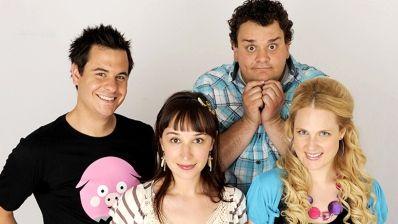Pierre (Pierre Hébert), Phil (Philippe Laprise), Mag (Marie-Claude St-Laurent) et Cathou (Marie Soleil Dion) dans VRAK la vie, vrak.tv