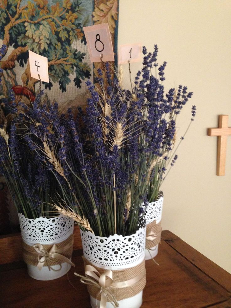 Dried lavender and wheat table centres hessian ribbon