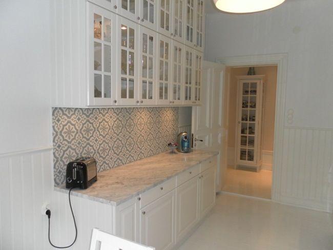 kök ikea bodbyn - with fun tiles